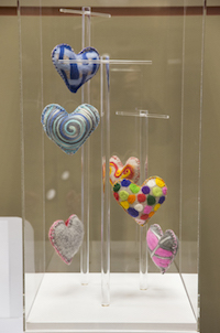 Heart to hold display